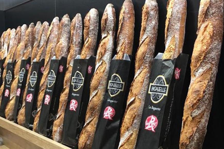Parler du pain, très bien!